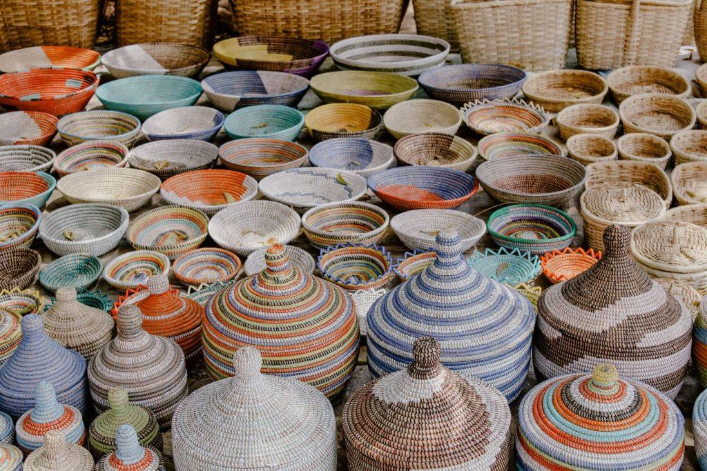 baskets-colors-gambia-souvenirs