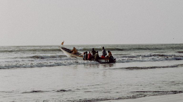vissers-fisherman-gambia-fisherboat