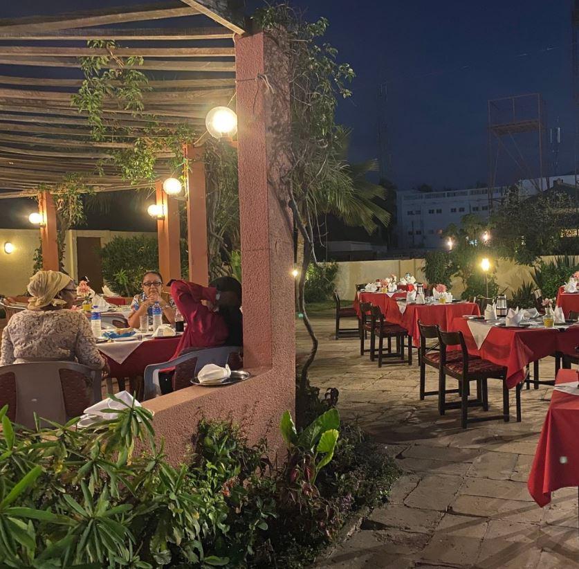 Scala restaurant gambia terras tropische tuin